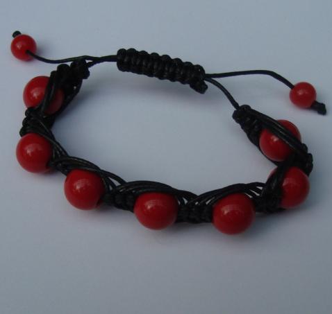 Bratara neagra cu margele rosii
